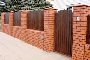 Забор из клинкерного кирпича